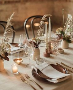 Wedding table decor inspiration for our free spirited modern boho brides! Tie in your wedding breakfast or dinner with beautiful decor, unique hire items and free-flowing foliage and florals. Wedding Table Decorations, Wedding Table Settings, Simple Table Decorations, Elegant Table Settings, Wedding Table Planner, Wedding Planning, Wedding Dinner, Wedding Breakfast, Nature Decor