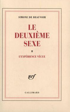 Peut-être l'oeuvre la plus connue de Simone de Beauvoir. Le Deuxième Sexe est un essai à la fois féministe et existentialiste (pour ceux qui auraient fait des feux de joie avec leurs poly de philo : l'existentialisme, c'est l'idée que l'être humain n'est pas prédéterminé mais construit l'essence de sa vie tous les jours à travers ses propres actions). La thèse de Beauvoir, vous pouvez donc aisément la deviner : « aucune femme n'a de destin tout tracé ».