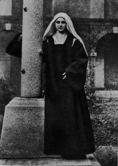 SAINT THERESE OF LISIEUX: THE LITTLE FLOWER
