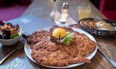 Fuer alle Schnitzel Fans unter euch, unser Riesen-Schnitzel wird euch  begeistern.    Mozart - Cafe - Restaurant - Cocktail Bar   www.cafe-mozart.info #Cafe #Mozart #Restaurant #Cocktail #Bar #Muenchen #Fruehstueck #Kuchen #Mittagsmenu #Lunch #Sendlingertor #Placetobe #Kaffee #Push2hit