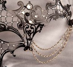 I want to go to a Masquerade Ball sooo bad! I would definitely wear this one!
