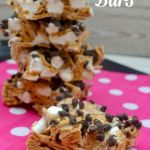 and Easy S'mores Bars Quick and Easy S'mores Bars - nothing says summertime like S'mores! A great summer party dessert.Quick and Easy S'mores Bars - nothing says summertime like S'mores! A great summer party dessert. Dessert Drinks, Party Desserts, Dessert Bars, Just Desserts, Delicious Desserts, Dessert Recipes, Yummy Food, Smores Dessert, Party Treats