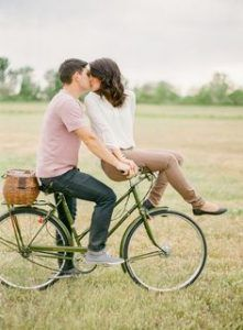 Before you plan the wedding of your dreams, nail down some dreamy prenuptial pics. Peep these amazing engagement photo poses for the ultimate inspiration! Engagement Photo Poses, Engagement Photo Inspiration, Engagement Couple, Engagement Pictures, Engagement Photography, Wedding Pictures, Country Engagement, Fall Engagement, Bike Photography