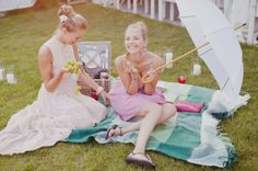 Summer wedding ideas - picnic blankets, picnic discovery boxes, lawn games and parasols