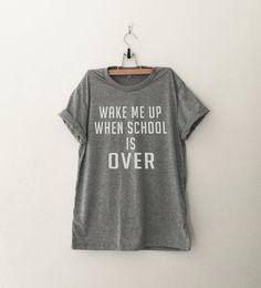 Wek me wanneer school meer dan grappig T-Shirt T Shirt door CozyGal