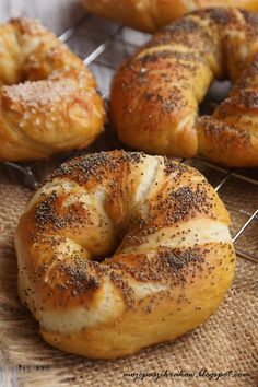Obwarzanki Bread Machine Recipes, Bread Recipes, Cooking Recipes, Pan Bread, Bread Cake, Brioche Bread, Homemade Dinner Rolls, Czech Recipes, Savory Scones