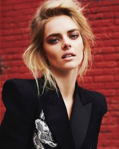 Celebrities - Samara Weaving Photos collection You can visit our site to see other photos. Samara, Life Is A Journey, Film Review, Scary Movies, Horror Movies, Hollywood Actresses, Girl Crushes, Role Models, Character Inspiration