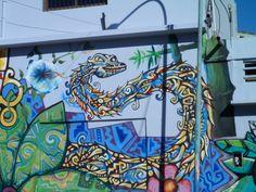 La serpiente como símbolo del animal que representa los instintos viscerales del hombre, en el contexto en que se encuentra del Mercado Frutihortícula es un mensaje del regreso a la naturaleza para satisfacer las necesidades de alimentación del hombre frente a los frutos de la naturaleza.
