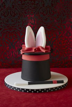 #CakeDecorating Magicians Hat - Rabbit in the Hat #Cake Super fun for kids parties! :-) #Issue42