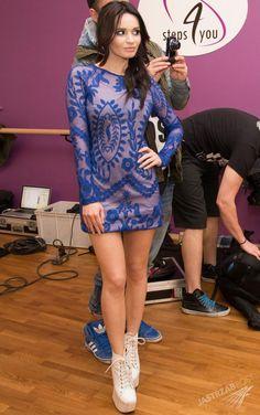 Ewelina Lisowska w dwóch zupełnie różnych stylizacjach na planie teledysku do piosenki