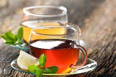 Zielona herbata z cynamonem,obniża ona ciśnienie krwi, pomoże przy zaparciach oraz problemach z żołądkiem.  Napój z zielonej herbaty i cynamonu wspomaga metabolizm cukru, z tego względu jest polecany szczególnie osobom cierpiącym na cukrzycę. Ciągłe zaparcia czy biegunka ta herbata pobudzi jelita do prawidłowej pracy. Sprzyja również odchudzaniu, pijąc ją codziennie pozbędziesz się zbędnych kilogramów