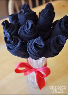 A sock bouquet for your Valentine!  This combined with bacon roses and a car magazine, I think I would finally have a practical gift that speaks to Jed!  Lol