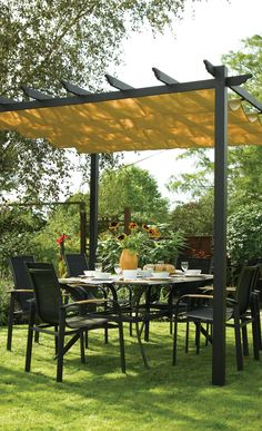 Free standing retractable canopy