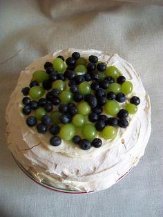 Pavlova s úžasnou plnkou (fotorecept) - recept Pavlova, Cheesecake, Food, Cheesecakes, Essen, Meals, Yemek, Cherry Cheesecake Shooters, Eten