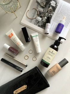 Discover the top clean beauty swaps you should seriously consider making for a healthier lifetyle. #beauty #belleza #beautyblog #blogdebelleza #skincare #cosméticos #cuidadodelapiel #skincareroutine #cleanmakeup #maquillajesintoxicos #cleanbeauty #cleanbeautyproducts #cosméticosintóxicos Clean Makeup, Clean Beauty, Cleanser, Skincare, Cream, Top, Longer Lashes, Perfume Collection, Contouring