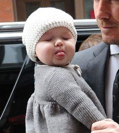 Was ist heißer als David Beckham, der seine Bauchmuskeln zeigt? Ob Sie es glaub… What's hotter than David Beckham showing his abs? Precious Children, Beautiful Children, Beautiful Babies, Cute Children, Most Beautiful Faces, Funny Babies, Funny Kids, Cute Babies, Funny Baby Faces