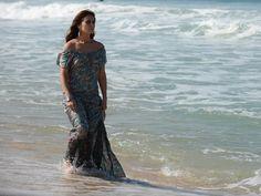 Em praia do Rio, Giovanna Antonelli grava cenas de 'Em Família' (Foto: Raphael Dias/TV Globo)