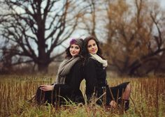 posing sisters, posing ideas, adult posing, sibling photography
