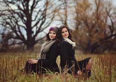 posing sisters, posing ideas, adult posing, sibling photography