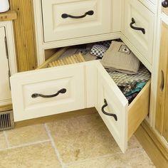 Space-saving kitchen corner drawers