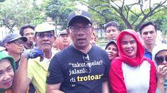 Lawan berita bohong dan menyesatkan, Ridwan Kamil bersama warga Bandung turut mendukung gerakan #HantamHoax. Saksikan LIVE STREAMING deklarasi #BDGHantamHoax di news.detik.com Senin, 20 Februari 2017 pk 10.00 WIB.  Bagi warga Bandung dapat langsung menghadiri deklarasi #BDGHantamHoax lho di Alun-alun Bandung pada hari Senin, 20 Februari 2017 pk 09:00 WIB.