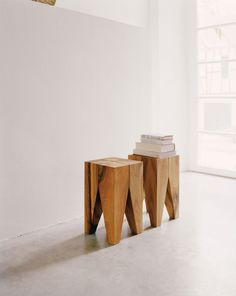 Solid wood stool / coffee table BACKENZAHN™ by design Philipp Mainzer Wooden Furniture, Furniture Design, Wc Decoration, Wood Stool, Small Tables, Furniture Inspiration, Solid Oak, Contemporary Furniture, Home Decor