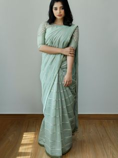 Find the Most Elegant Party Wear Sarees Here! Keep Me Stylish Saree Blouse Patterns, Sari Blouse Designs, Fancy Blouse Designs, New Saree Designs, Sari Design, Diy Design, Trendy Sarees, Stylish Sarees, Simple Sarees