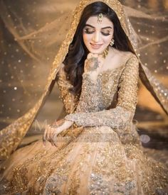 Indian Bridal Photo-Shoot Ideas and Images Bridal Mehndi Dresses, Pakistani Bridal Makeup, Pakistani Wedding Outfits, Bridal Dress Design, Pakistani Wedding Dresses, Walima Dress, Bridal Outfits, Indian Outfits, Indian Bridal Photos