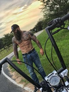 Beard and tatto goals Sexy Tattooed Men, Bearded Tattooed Men, Bearded Men, Rugged Style, Rugged Men, Great Beards, Awesome Beards, Inked Men, Beard Tattoo