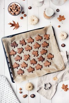 Recipe autumn cookies leaves - Recipe idea for homemade leaf biscuits as a delicious souvenir or gift from my kitchen - Herbst Bucket List, Autumn Aesthetic, Aesthetic Food, Autumn Cozy, Le Diner, Fall Baking, Hello Autumn, Cupcakes, Brownie Cookies