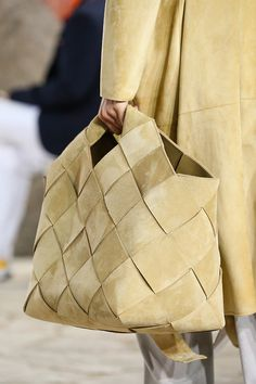 For the majority of women, getting an authentic designer handbag is not something to dash into. Because these hand bags can be so high priced, ladies generally agonize over their selections before making an actual handbag acquisition. My Bags, Purses And Bags, Casual Mode, Fashion Gone Rouge, Leather Weaving, Best Bags, Mode Style, Beautiful Bags, Fashion Bags