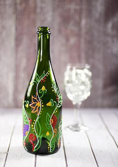 Getting inspired by use of old wine bottles done by others? Here we bring a meticulously planned round up of the most creative wine bottle painting ideas. These DIY wine bottle painting designs is sure to add bling to your home decor. Empty Wine Bottles, Recycled Wine Bottles, Wine Bottle Art, Painted Wine Bottles, Diy Bottle, Bottles And Jars, Recycled Glass, Glass Bottles, Decorated Bottles