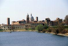 Hermosa ciudad, con el Palazzo Te da Giulio Romano y el Sant'Andrea de Alberti