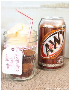 Root Beer Float Cupcakes in a jar recipe.because I LOVE root beer floats! Baking Cupcakes, Yummy Cupcakes, Cupcake Recipes, Cupcake Cakes, Dessert Recipes, Beer Cupcakes, Baking Recipes, Cake In A Jar, Dessert In A Jar