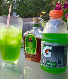 Halloween Cocktail Recipes that are Spooktacular - Green zombie apple cocktail Halloween Cocktails, Liquor Drinks, Cocktail Drinks, Malibu Rum Drinks, Mixed Alcoholic Drinks, Cocktail Recipes, Bourbon Drinks, Summertime Drinks, Summer Drinks