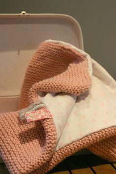 couverture doublée - Laine phildar vieux rose, 8 pelotes, aiguille 6, point mousse