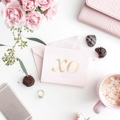 If you didn't know, pink is one of my favorite colors. It's no surprise that I love Valentine's Day. I love all the pink, the flowers and the candy. What's not to love about this holiday? * * * #valentinesday #galentinesday #ihavethisthingwithpink #deskdecor #chicfetti #valentineday #pinkflowers #officedecor #officechic #mydesk