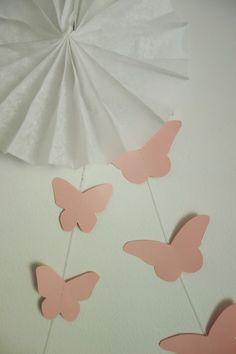 DecoDreamer's Diary: birthday, synttärit, syntymäpäivät, first birthday, ensimmäiset synttärit, party, kids, juhlat, lapset, pinkki, pink, butterfly, garland, perhonen, nauha, DIY,
