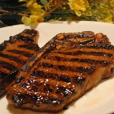Soy sauce, olive oil, lemon, and garlic are combined for a one-hour steak marinade. Marinate less tender cuts of steak for longer. Recipe can be multiplied. Best Chicken Marinade, Steak Marinade Recipes, Marinade Sauce, Chicken Marinades, Grilling Recipes, Beef Recipes, Cooking Recipes, Soy Sauce, Game Recipes