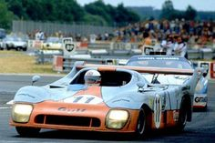 Derek Bell in the victorious Gulf Ford DFL he shared with Ickx. Behind is the placed Ligier Ford DFL of Lafosse/Chasseui Le Mans, Sports Car Racing, Sport Cars, Auto Racing, Nascar, Grand Prix, Road Race Car, Course Automobile, Porsche Motorsport