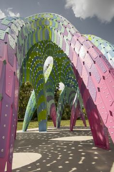 """Marc Fornes / THEVERYMANY Constructs Self-Supported """"Vaulted Willow"""" with Ultra-Thin Aluminum Shells"""