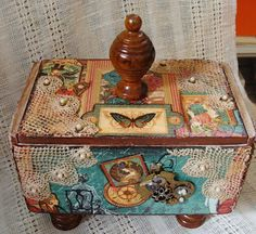 Original pinner sez: My Art Journal: Altered Boxes & Assemblages Cigar Box Projects, Cigar Box Crafts, Art Projects, Cigar Box Art, Altered Cigar Boxes, Altered Bottles, Pillow Box, Treasure Boxes, Treasure Chest