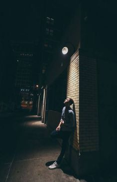 59 ideas night photography portrait guys for 2019 Night Street Photography, Street Photography People, London Street Photography, Portrait Photography Men, Photography Poses For Men, Amazing Photography, White Photography, Night Portrait, Night Photos