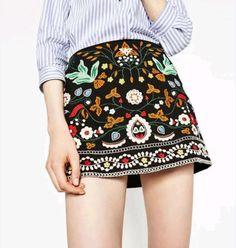 Embroidered short skirt