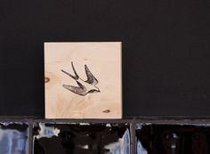 Stempel op hout, tegeltje Sparrow 2