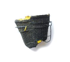 Brooch: Aquarius I, Recycled paper pulp basket, pigment, silver. Black Jewelry, Jewelry Art, Jewelry Design, Yellow Art, Contemporary Jewellery, How To Make Ornaments, Wearable Art, Metal Working, Art Pieces