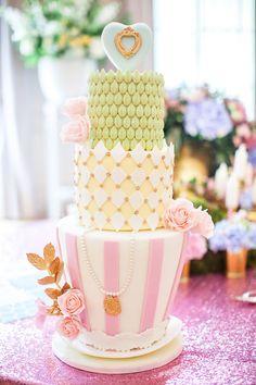 amazing magical cake Tea Party Theme, Tea Party Wedding, Mod Wedding, Rustic Wedding, Wedding Day, Wedding Shoot, Spring Wedding, Whimsical Wedding Cakes, Wedding Cake Fresh Flowers