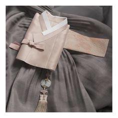 꽃으로 물들다 _ _ _청담본점 02.511.0438 _천안직영점 041.557.0333 _ _ #hanbok #bangaui #반가의 #반가의우리옷 #반가의한복 #여성한복 #남성한복 #신랑신부한복 #신부한복 #신랑한복 #혼주한복 #혼주한복대여… Korean Traditional, Traditional Dresses, Korean Outfits, Korean Clothes, Korean Hanbok, Kimono, Womens Fashion, China, Accessories