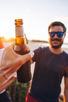 POV shot of a man toasting a bottle of beer with a friend on the beach at sunset by Alejandro Moreno de Carlos - Stocksy United Sunset Photography, Photography Camera, Lifestyle Photography, Ordinary Lives, Ordinary Day, Beer Shot, Lifestyle Fotografie, Pizza And Beer, Girl Friendship