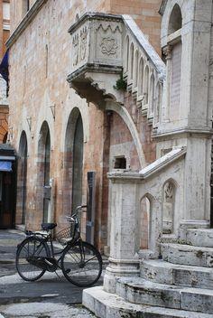 Foligno, Perugia Italia. Piazza del Duomo. #Italy  http://www.homeinitaly.com #Luxury #villas in #Italy for rent